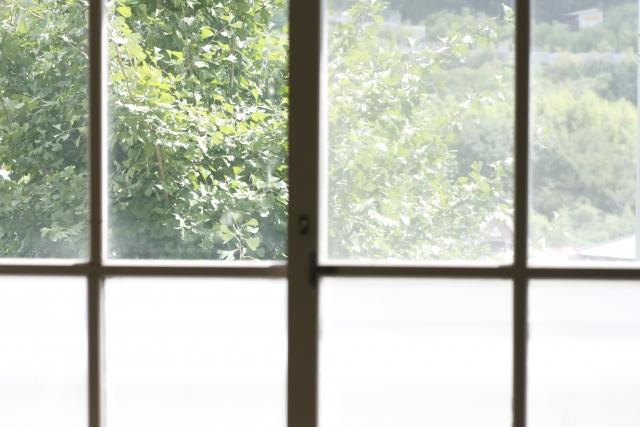 台風 窓ガラス 対策